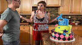 الابن يأكل كعكة أمه ويعوضها سكس مترجم كامل