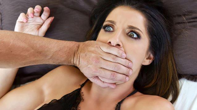 الابن يغتصب أمه بعدما عرف أنها مجر شرموطة - سكس عنيف