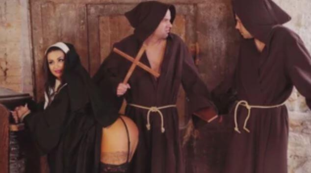 سوسي كالا الشرموطة الراهبة يشبعونها الجنس في الكنيسة - سكس مسيحي اسباني