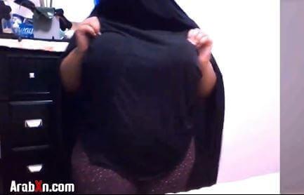 مربربه سعودية ممحونة تستعرض جسمها المتير